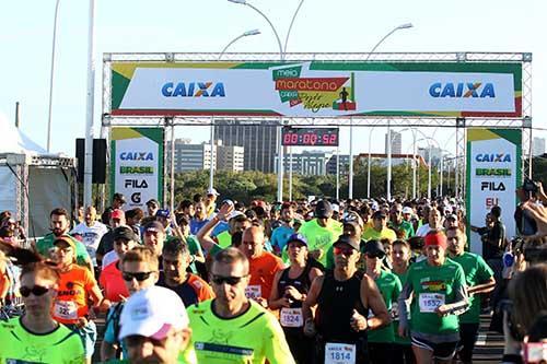 c713e6441e6 Atletas lotaram as ruas da capital gaúcha   Foto  Roberto Vinicius Latin  Sports