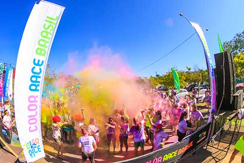 Festa no final da Color Race   / Foto: Fotop / Color Race
