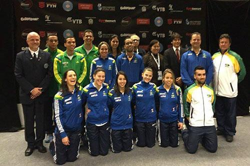 Delegação brasileira com a presidente da CBG, Luciene Resende  / Foto: Divulgação