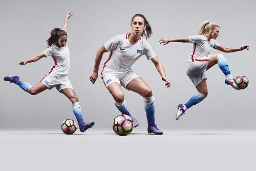 2a51a9aa8 Novo uniforme oficial da equipe feminina de futebol dos EUA celebra o  ilustre legado do time